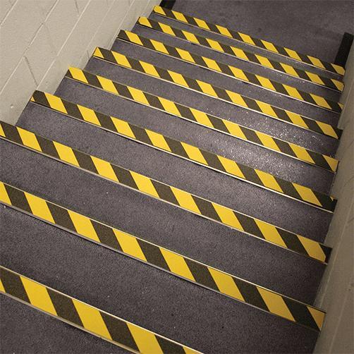 antirutsch-klebeband-warnmarkierung-treppe-innen