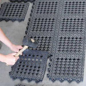 Bodenfliesen und größere Stecksysteme, Arbeitsinseln