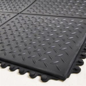 Bodenplatten mit Riffelblech-Struktur